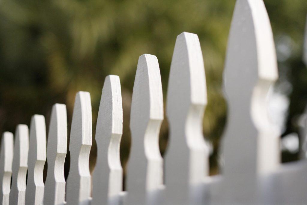 vinyl style fence